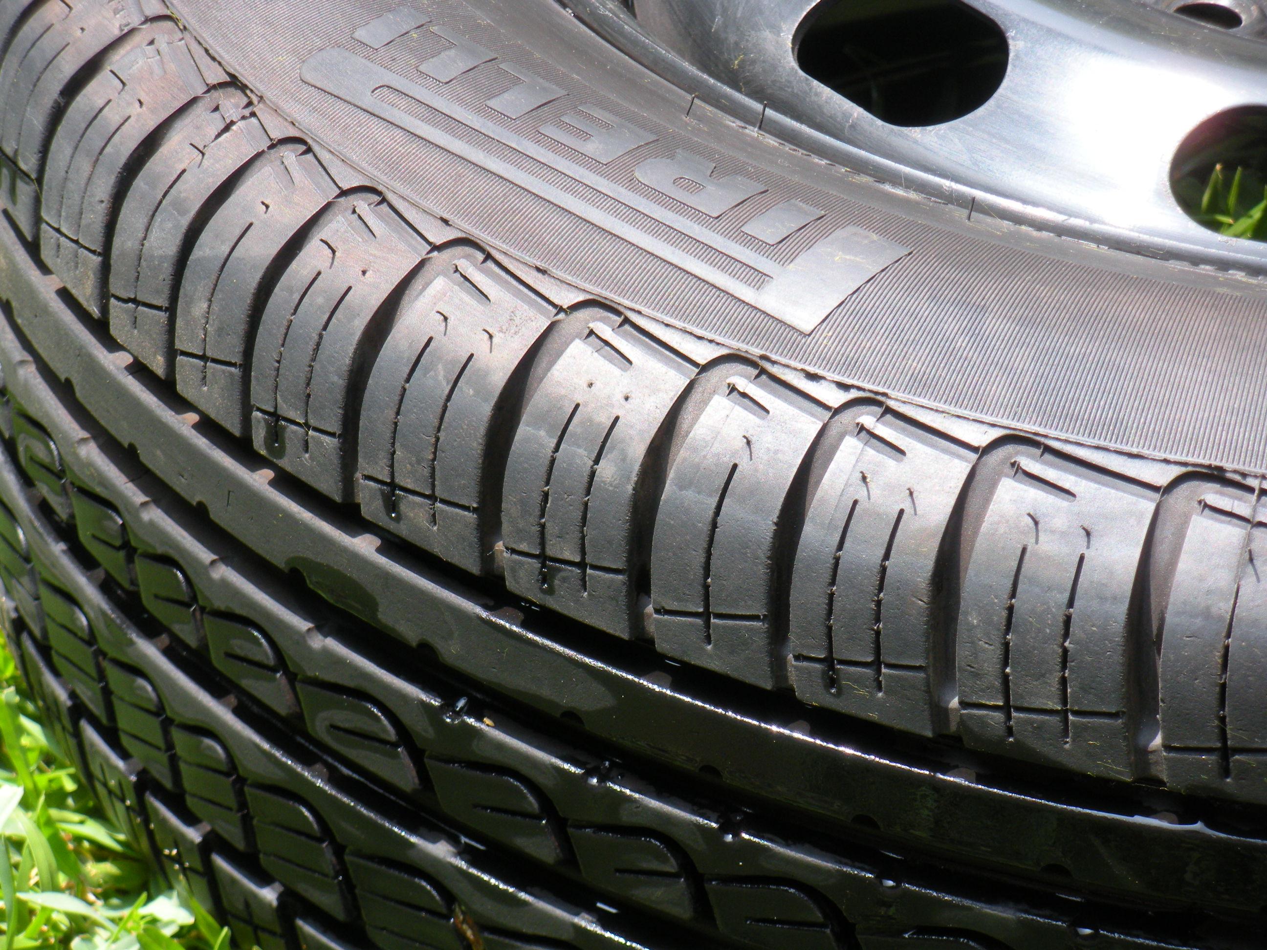 Son mejores las ruedas anchas o las ruedas angostas?