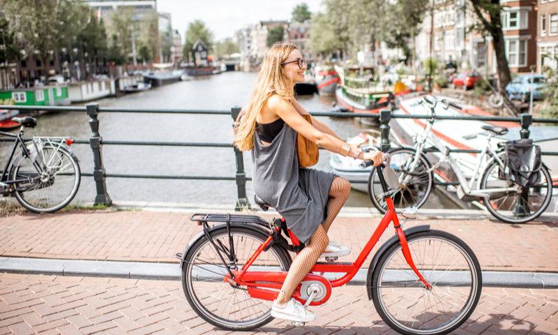 Amsterdam: Cómo descubrir la ciudad en bicicleta y no morir en el intento